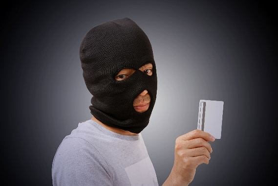 クレジットカード 顔つき 理由は?